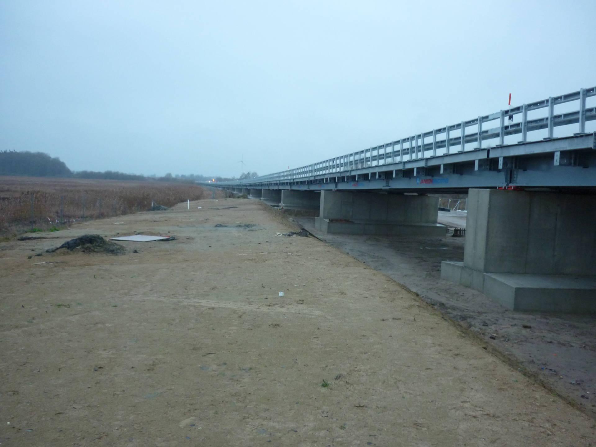 Foto1 BAB A20 Behelfsbrücke West